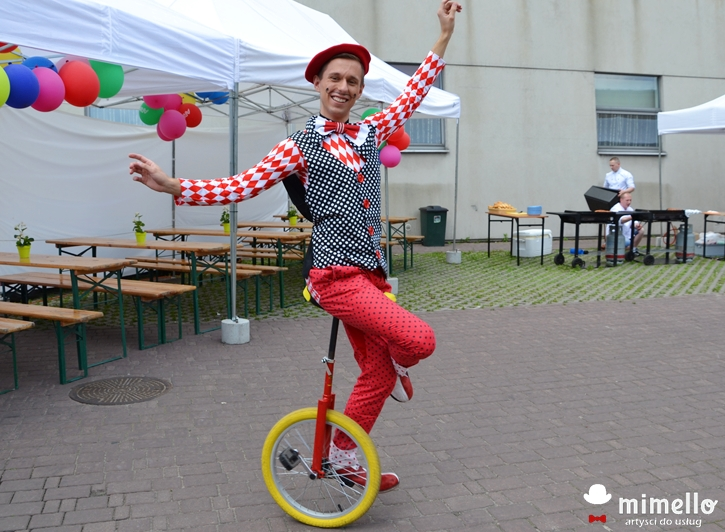Cyrkowiec Żongler Klaun Clown Mimello na event impreza firmowa